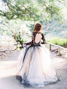 Amigas da Noiva: A preto & branco #blackandwhiteweddingdress #bridal #bride #noiva #vestidodenoivapretoebranco #vestidosdenoiva #weddingdress