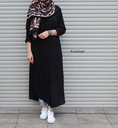 fashion on top Modern Hijab Fashion, Street Hijab Fashion, Abaya Fashion, Women's Fashion, Casual Hijab Outfit, Hijab Chic, Casual Outfits, Fashion Outfits, Iranian Women Fashion