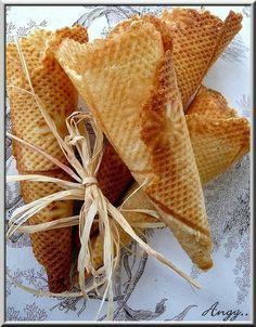 Cornets de glace maison... Wafer Cookies, Galletas Cookies, Biscuit Cookies, Filipino Desserts, No Cook Desserts, Beignets, Gelato, Ice Cream Varieties, Ice Cream Smoothie