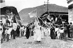 On this day 6 March 1922 a wave of rent strikes in Veracruz Mexico was triggered when sex workers barricaded a street with their rented mattresses chairs and other furniture planning to start a giant bonfire. Police quelled the action at the last minute but news of the action spread and sparked tenant protests across the city. Pictured: tenants march in Veracruz 1922 . . . #history #tdih #onthisday #peopleshistory #radicalhistory #laborhistory #OtD #thisdayinhistory #womenshistorymonth…