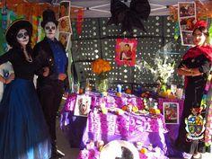 TURISMO EN CIUDAD JUÁREZ Te platica que en esta ciudad se festeja el Día de muertos el 2 de noviembre de cada año, con típicos altares, en donde se llegan hacer concursos por parte de la Universidad Autónoma de la Ciudad de Juárez, este año se esperan cerca de 9 mil asistentes. www.turismoenchihuahua.com