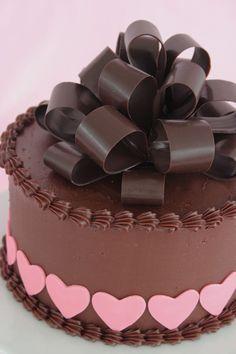 Bow chocolate en el Día de San Valentín torta
