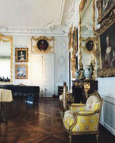 Instagram: julie_benedikte Oversized Mirror, Lifestyle, Furniture, Instagram, Home Decor, Decoration Home, Room Decor, Home Furniture, Interior Design