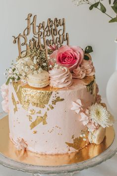 Happy Birthday Cakes For Women, 18th Birthday Cake For Girls, Birthday Cake For Women Elegant, Golden Birthday Cakes, Girly Birthday Cakes, 14th Birthday Cakes, Sweet 16 Birthday Cake, Elegant Birthday Cakes, Birthday Cake With Flowers