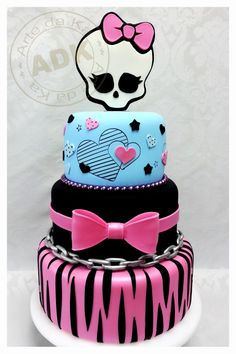 Creative Picture of Monster High Cakes For Birthdays . Monster High Cakes For Birthdays Monster High Queque Birthday Cakes Pinte Monster High Torte, Tortas Monster High, Monster High Birthday Cake, Festa Monster High, Cool Birthday Cakes, Birthday Cake Girls, Decors Pate A Sucre, Boite A Lunch, Gateaux Cake