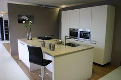 Bulthaup Keukens Aanbieding : Pin van de keukenzaak op showroomkeukens