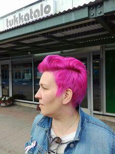 #pinkhair #shorthair #hairdresser #tukkatalo #new #color inspiration #Elumen #turvallisempi hiusväri #Goldwell Chain, Jewelry, Fashion, Jewlery, Moda, Jewels, La Mode, Necklaces, Jewerly