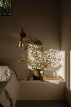 House Tour :: A Desert Adobe that Embraces Softness and Simplicity - coco kelley coco kelley Interior Styling, Interior Design, Adobe House, Clay Houses, Micro House, Desert Homes, Plaster Walls, Metal Homes, Sconce Lighting