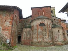 Places to visit around Milan (Italy): Badia of Dulzago - Posterior part pf the Church of San Giulio, with its three apses