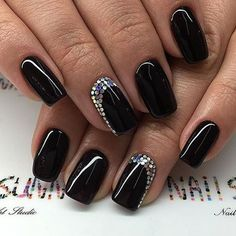 Copy 38 beautiful simple matte nail polish designs now Black Nails With Glitter, Sparkly Nails, Silver Nails, Glitter Nails, Opi Nails, Black Manicure, Matte Nails, Classy Nails, Trendy Nails