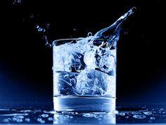 El agua fría retrasa el proceso de digestión, reduce la habilidad de hidratarnos adecuadamente, compromete el sistema inmunológico y ...