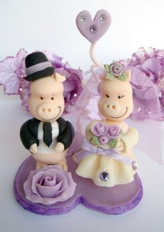 Pigs cake topper for a wedding cake in purple with by PerlillaPets