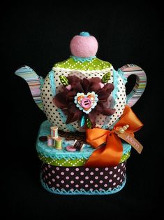 Let's ooh and aah over this cute gift box DT Jennifer altered into a multi-purpose pin cushion and sewing box. Sewing Box, Sewing Notions, Sewing Kits, 3d Paper Crafts, Arts And Crafts, Teacup Crafts, Glue Art, Teapots And Cups, Sewing Accessories