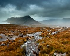 Pouring-rain-over-Beinn-an-Eoin-Copyright-Michael-Stirling-Aird-2010.jpg (640×510)
