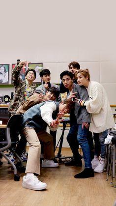 iKon is here! Kim Jinhwan, Chanwoo Ikon, Bobby, Yg Entertainment, Fandom, Ikon Songs, Ikon Member, Warner Music, Ikon Debut