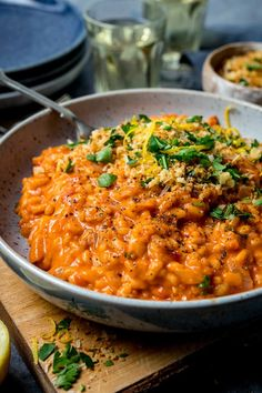 A deliciously moreish Creamy Tomato Risotto topped with crispy garlic breadcrumbs - made with mainly store cupboard ingredients. dishes Creamy Tomato Risotto with Crispy Garlic Crumbs Vegetarian Recipes, Cooking Recipes, Healthy Recipes, Salad Recipes, Fast Recipes, Kitchen Recipes, Pork Recipes, Healthy Meals, Crockpot Recipes
