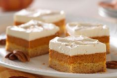Maple-pumpkin pie bar - Give 'em layer upon layer of yumminess—from a buttery cake crust to a luscious pumpkin pie filling to a sweet and creamy maple-whipped topping. Kraft Foods, Kraft Recipes, Fall Desserts, Just Desserts, Dessert Recipes, Jello Recipes, Baking Desserts, Christmas Desserts, Pumpkin Pie Bars