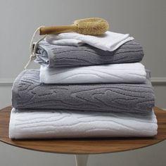 Folded towels Bathroom Towels, Bath Towels, Master Bathroom, Bathroom Staging, Fold Towels, Slate Bathroom, Bathroom Stuff, Hall Bathroom, White Towels