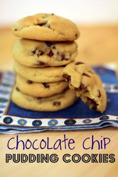 Chocolate chip pudding cookies - pinners who've made them say these are the best chocolate chip cookies they've ever had, and even after storing them in a ziploc for a few days or freezing them, they're still moist & delicious. Köstliche Desserts, Delicious Desserts, Dessert Recipes, Yummy Food, Delicious Cookies, Drink Recipes, Think Food, Love Food, Chocolate Chip Pudding Cookies