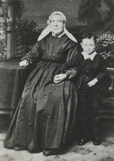 Mevrouw Dijksdrenth-Haasnoot (1814-1890), kapiteinsvrouw, in Katwijkse streekdracht. ca 1880 #ZuidHolland #Katwijk