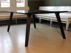 Lasikantinen tammipöytä. Handmade Uolevi Nurmi. Design Mikko Aaras.