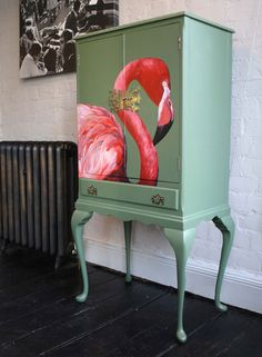 flamingo, love this How stunning is this. I love Flamingos Hand Painted Furniture, Funky Furniture, French Furniture, Paint Furniture, Upcycled Furniture, Furniture Making, Furniture Makeover, Furniture Design, Office Furniture