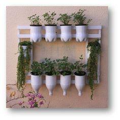 36 Handmade Recycled Bottle Ideas for Vertical Garden - DIY Garten Garden Crafts, Garden Projects, Garden Art, Garden Design, Decoration Plante, Design Jardin, House Plants Decor, Bottle Garden, Pet Bottle