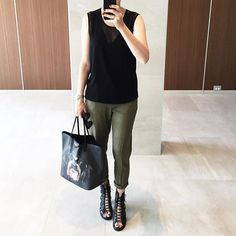 Hello, I seem yo have developed a collection of khaki / olive pants and I reach for them often. I particularly like this loosely tailored linen pair. They go so well with so many combos. I'm wearing @asos pants @helmutlang top @givenchyofficial bag and @willow_ltd work shoes (link to a very similar budget pair  @liketoknow.it www.liketk.it/2bJx5 #liketkit ). Have a great Monday ❤️