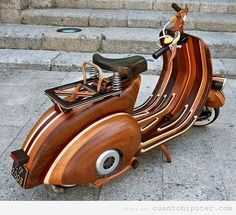Love this!~J  Moto hipster, vespa de madera tunning
