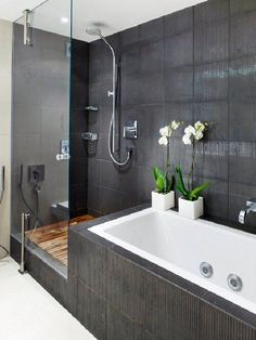 Badezimmer Modernes Badezimmer mit Dusche und Badewanne Improve Your Home With A Residential Wind Tu Bathroom With Shower And Bath, Grey Bathroom Tiles, Bathroom Layout, Modern Bathroom Design, Bathroom Interior Design, Shower Tub, Bathroom Ideas, Master Bathroom, Bathtub Ideas