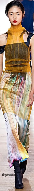 Poiret Parigi - Spring Summer 2019 Ready-To-Wear - Shows - Vogue. New Fashion, Spring Fashion, Fashion Looks, Ladies Fashion, Fashion Ideas, Tunic Pattern, Fashion Colours, Summer Looks, Editorial Fashion