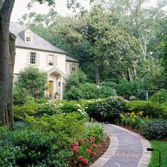 I want this walkway from Better Homes and Gardens!  It's so pretty!