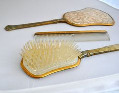 Vintage 1940's Lace Vanity Set. Brush Mirror and by acornsfromelms R$40,45 mais frete (R$45)