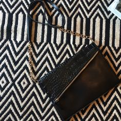 Fashion purse New without tag. Fashion purse. Perfect accessory for your outfit! Bags Crossbody Bags
