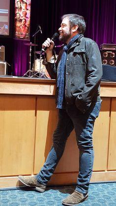 Mark Sheppard is always Hot as Hell! Crowley Supernatural, Supernatural Convention, Supernatural Wallpaper, Sherlock Holmes Benedict, Watson Sherlock, Sherlock John, Jim Moriarty, Benedict Cumberbatch, Serie Lost