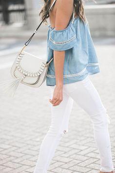 Calça branca é um item indispensável no guarda-roupa feminino. Nunca sai de moda. No verão … MAS VC JA VIU Jeans branco que não mancha? SIM, EXISTE!