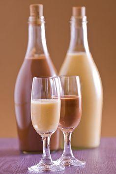 Chilli, Hurricane Glass, White Wine, Smoothie, Alcoholic Drinks, Tableware, Food, Homemade Liquor, Dinnerware