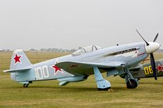 This is one of the Russian fighter planes of WWII. Ww2 Aircraft, Fighter Aircraft, Air Fighter, Fighter Jets, Russian Military Aircraft, Russian Fighter, Old Planes, Aircraft Painting, Vintage Airplanes