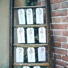 Plan de table de mariage avec une échelle en bois