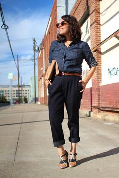 Once you do this, you will yourself feel this idea as one of the best for Slouchy Pants outfits to be the coolest Girl.Try the above-mentioned ideas for sty Pantalon Slouchy, Slouchy Pants, Trouser Jeans, Trousers, Joes Jeans, Look Cool, Cool Girl, Style Me, Capri Pants