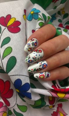 Slovak folk nail art