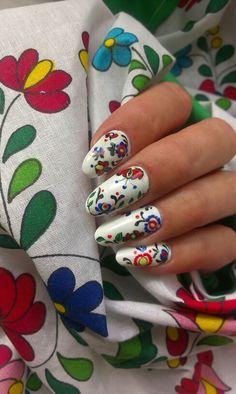 Slovak folk nail art