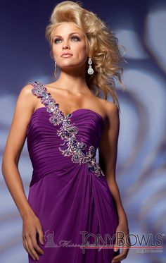 love this purple Shades Of Purple, 50 Shades, Strapless Dress Formal, Formal Dresses, Tony Bowls, Evening Dresses, Beautiful, Modeling, Color