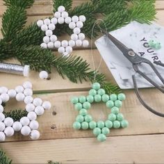 Make a star out of wooden beads yourself - Make quick DIY Christmas tags yourself - Diy Christmas Tags, Diy Christmas Garland, Country Christmas Decorations, Diy Garland, Simple Christmas, Christmas Crafts, Xmas, Fall Crafts, Diy Crafts