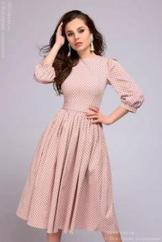 Платье розовое в горошек длины миди в ретро-стиле