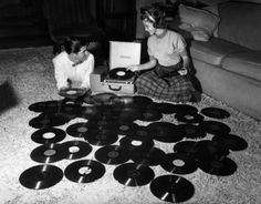 1950 - Teenage couple playing records from Life magazine
