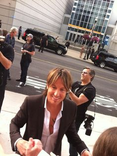 Keith arriving to perform at the CMT Awards! -