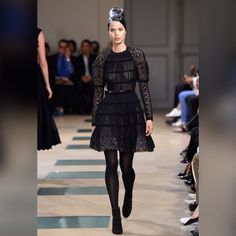 Karlie Kloss was bringing high fashion to the Paris runway as she lead the models at the Azzedine Alaia Fashion Show during Haute Couture Fashion Week on Wednesday. Fashion 2018, Runway Fashion, Fashion News, Fashion Show, Fashion Looks, Women's Fashion, Couture Mode, Haute Couture Fashion, Couture Style