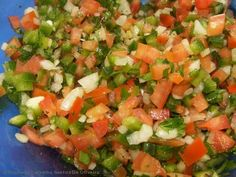 Israeli Salad is a must make Middle Eastern Recipe that is full of flavor! This salad is also known as Shirazi Salad (Persian Cucumber and Tomato Salad). Kebab Recipes, Healthy Salad Recipes, Pasta Recipes, New Recipes, Cooking Recipes, Recipe Pasta, Kofta Kebab Recipe, Israeli Salad, Portuguese Recipes