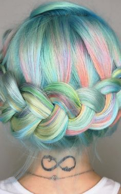 Rainbow Braids http://asubtlerevelry.com/festive-friday-5-fun-things-4